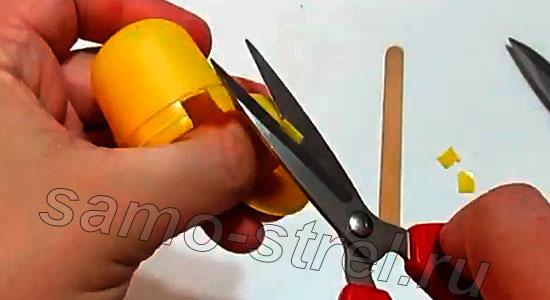 Делаем мини арбалет (how to make mini crossbow) - Проделайте тоже самое с верхней частью коробочки
