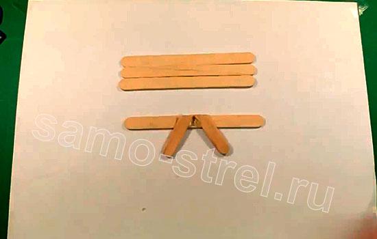 Как сделать мини лук - Приклейте отрезки на целый шпатель