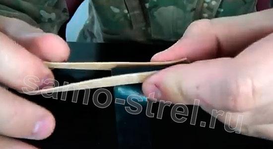 Самострел из ручки - Прикрепите резинку к ручке