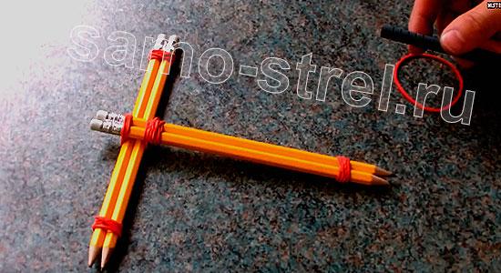 Мини арбалет из карандашей - Соедините пары карандашей накрест
