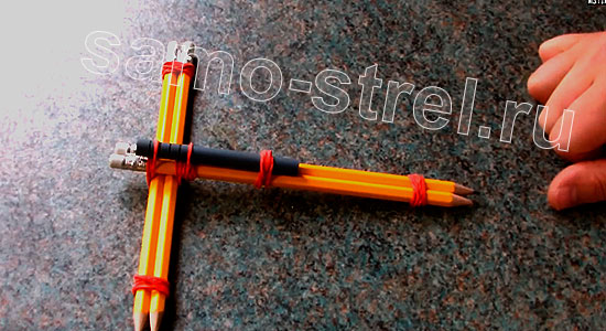 Мини арбалет из карандашей - Прикрепите корпус ручки