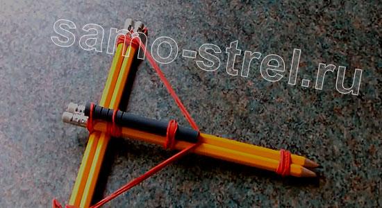Мини арбалет из карандашей - Натяните тетиву из резинки