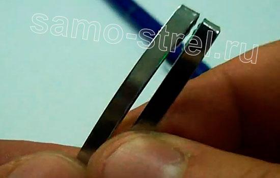 Как сделать мини арбалет из ручек - Два зажима сняты