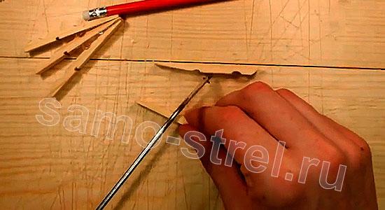 Многозарядный резинкострел - Отрежьте плоские концы у двух следующих половинок прищепки