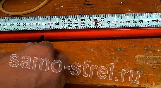 Рогатка из трубки (How To Make A PVC Slingshot) - Отмерьте нужную длину трубки