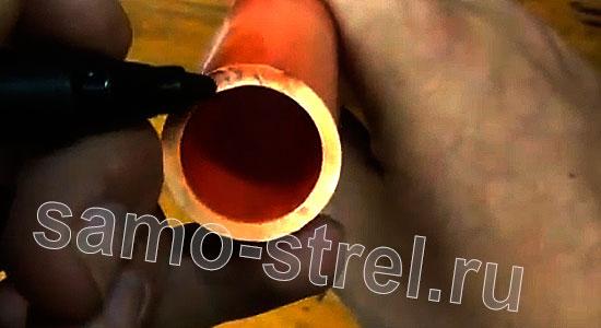 Рогатка из трубки (How To Make A PVC Slingshot) - Отметьте на торце трубки середину