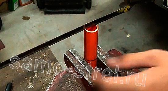 Рогатка из трубки (How To Make A PVC Slingshot) - Разрежьте трубку пополам