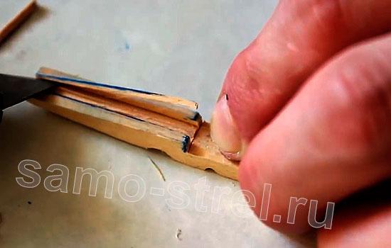Самострел из прищепки - Вырежьте ножом все необходимые детали самострела