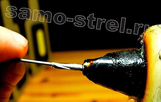 Как сделать дротик для мини пушки - Один край наконечника окуните в клей