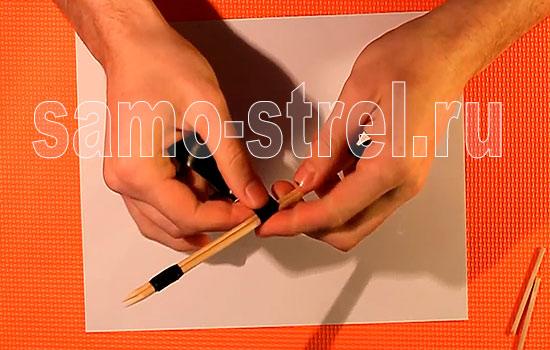 Мини лук - Скрепите изолентой две пары палочек