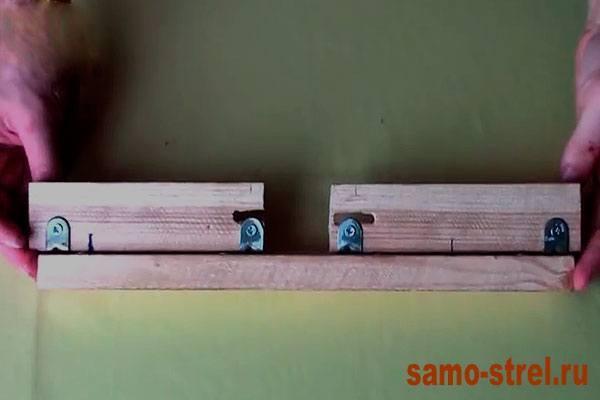 Как сделать блочный лук - Прикрутите к уголкам бруски (how to make the compound bow )