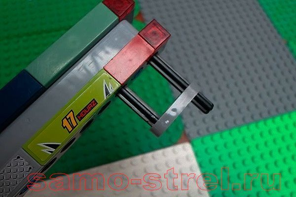 Становите детали для крепления лука (LEGO crossbow tutorial)