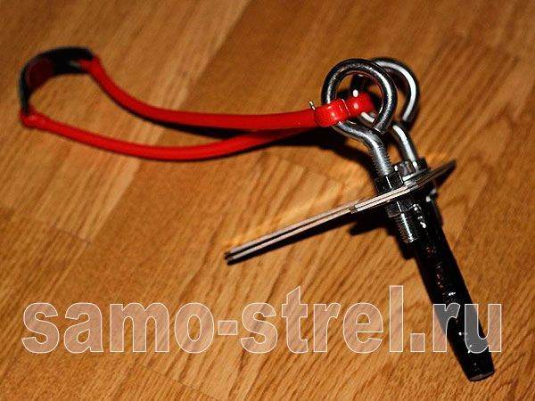 Как сделать рогатку в домашних условиях - Еще один вариант с болтами и гайками  (how to make a slingshot)